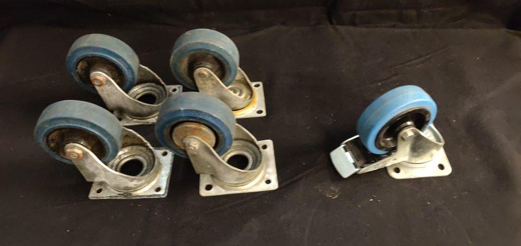 Svivlade blå hjul